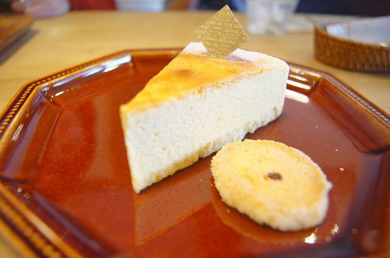 蒸し焼きのチーズケーキ。ふっくらな味です。