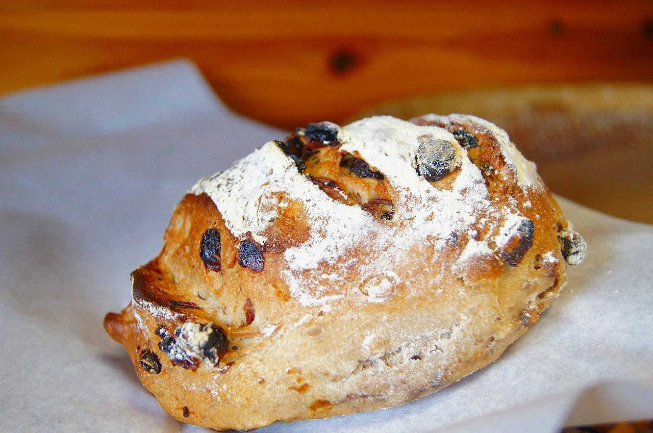 焼きたてパン。
