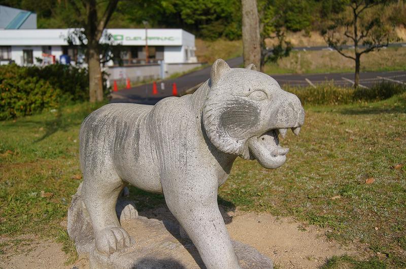 ほおがコケたライオン?
