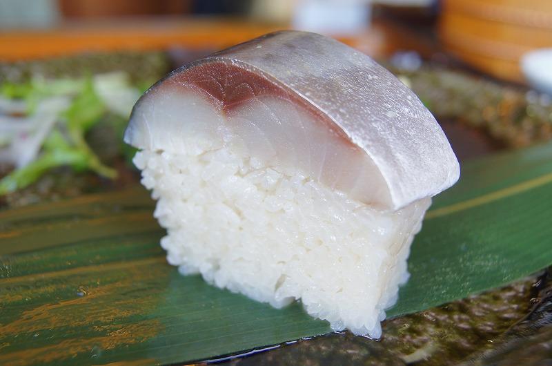鯖寿司がデカイ。