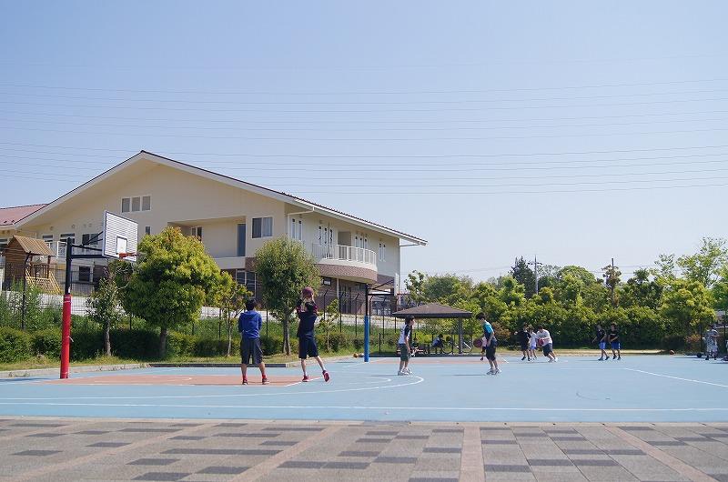 バスケット ある の 公園 近く ゴール が
