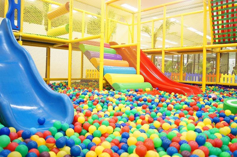 滋賀県の有料室内遊び場・Kid's US.LAND(キッズユーエスランド)の大型遊具やb-るプール
