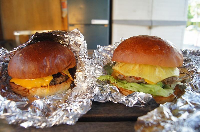 大津市にあるこだわりのハンバーガー屋・アンティミーバーガーの期間限定バーガーとパイナップルバーガー