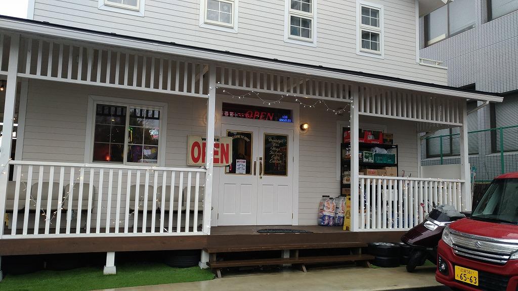 栗東市のハンバーガー屋・CaliMart(キャリマート)の外観